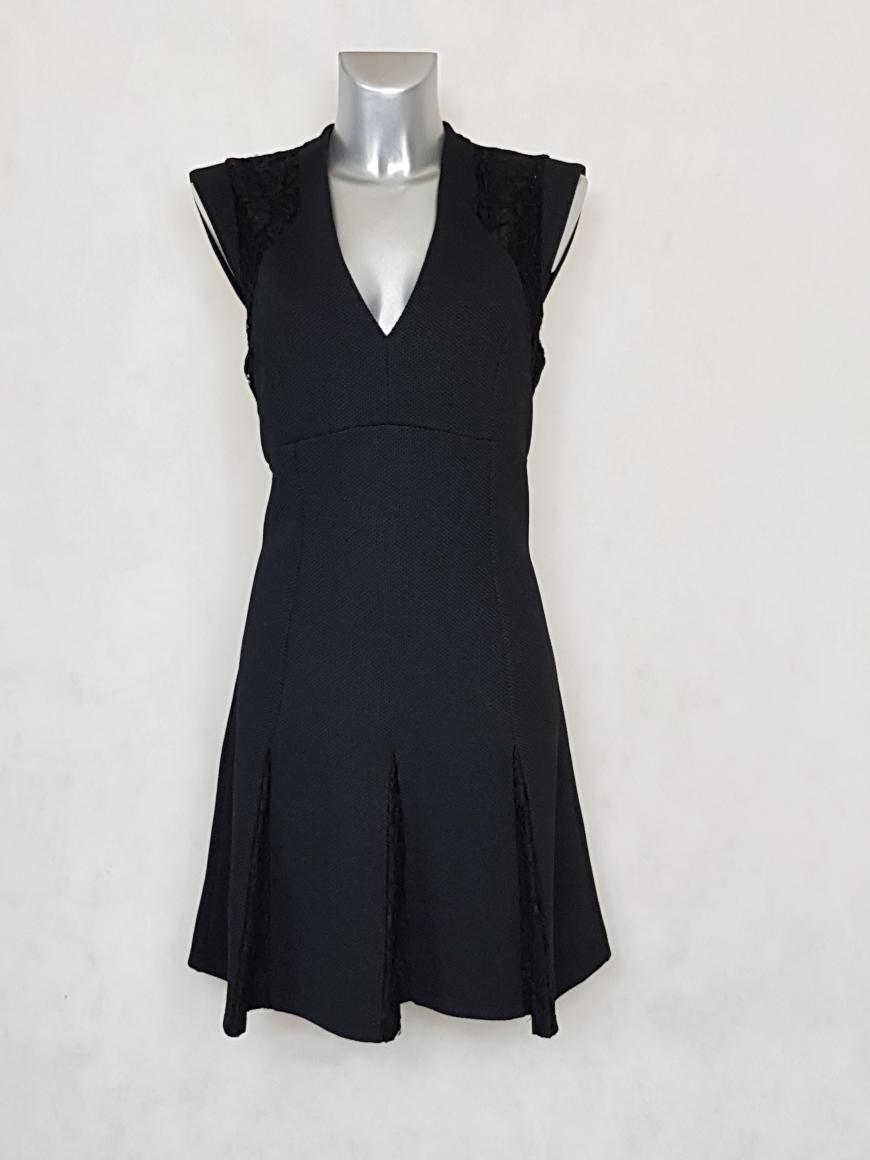 robe-femme-courte-evasee-noir-à-dentelle
