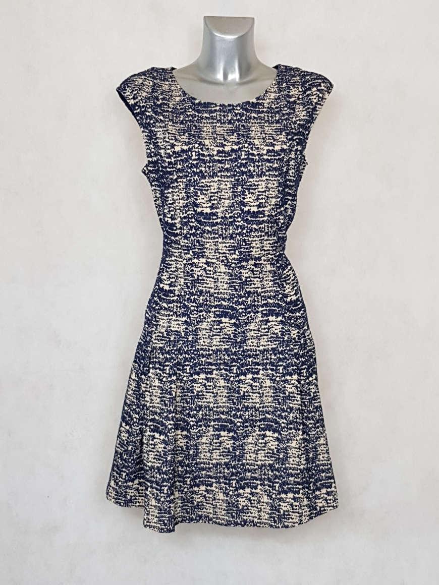 robe-femme-ajustee-et-evasee-minimaliste-marine
