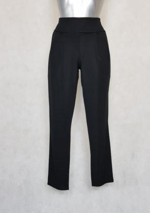 Pantalon femme fluide fuselé unie noir.