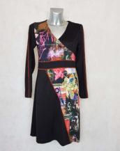 Robe femme droite noir imprimée à manches longues.