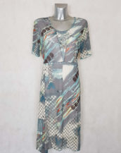 Robe femme ronde en résille motif abstrait gris manches courtes
