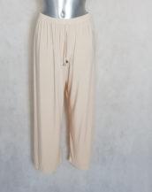 Pantalon femme ronde large beige taille haute élastiquée.