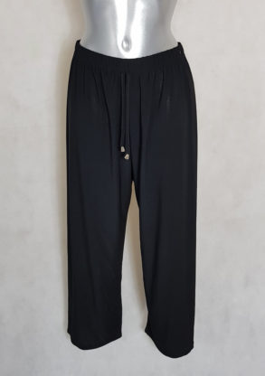 Pantalon femme ronde large fluide noir taille haute élastiquée.