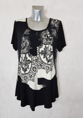 Tunique femme ronde motif baroque noir et blanc manches courtes