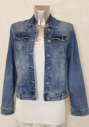 Veste en jeans bleu clair délavé et cintrée femme coupe courte