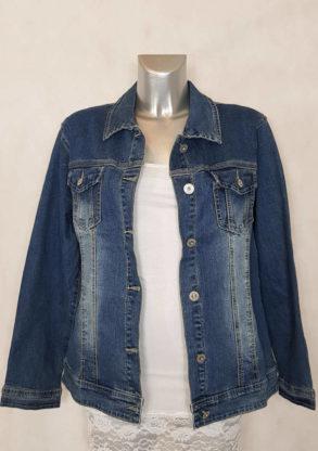 Veste jeans bleu délavé femme grande taille coupe cintrée et courte