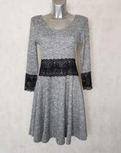 Robe femme évasée en maille gris chiné à dentelle et manches ¾