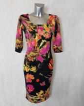 Robe femme fourreau motif floral et col carré manches ¾