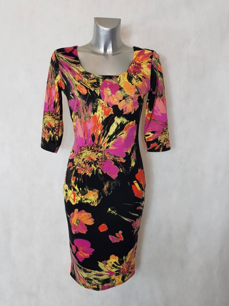 robe-femme-fourreau-motif-floral-et-col-carre1