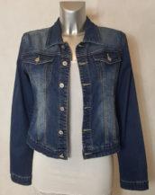 Veste en jeans femme bleu cintrée et courte jeans brut légèrement délavé