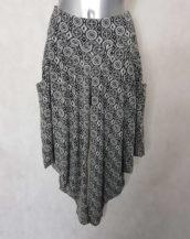 Pantalon femme sarouel noir-blanc motif graphic