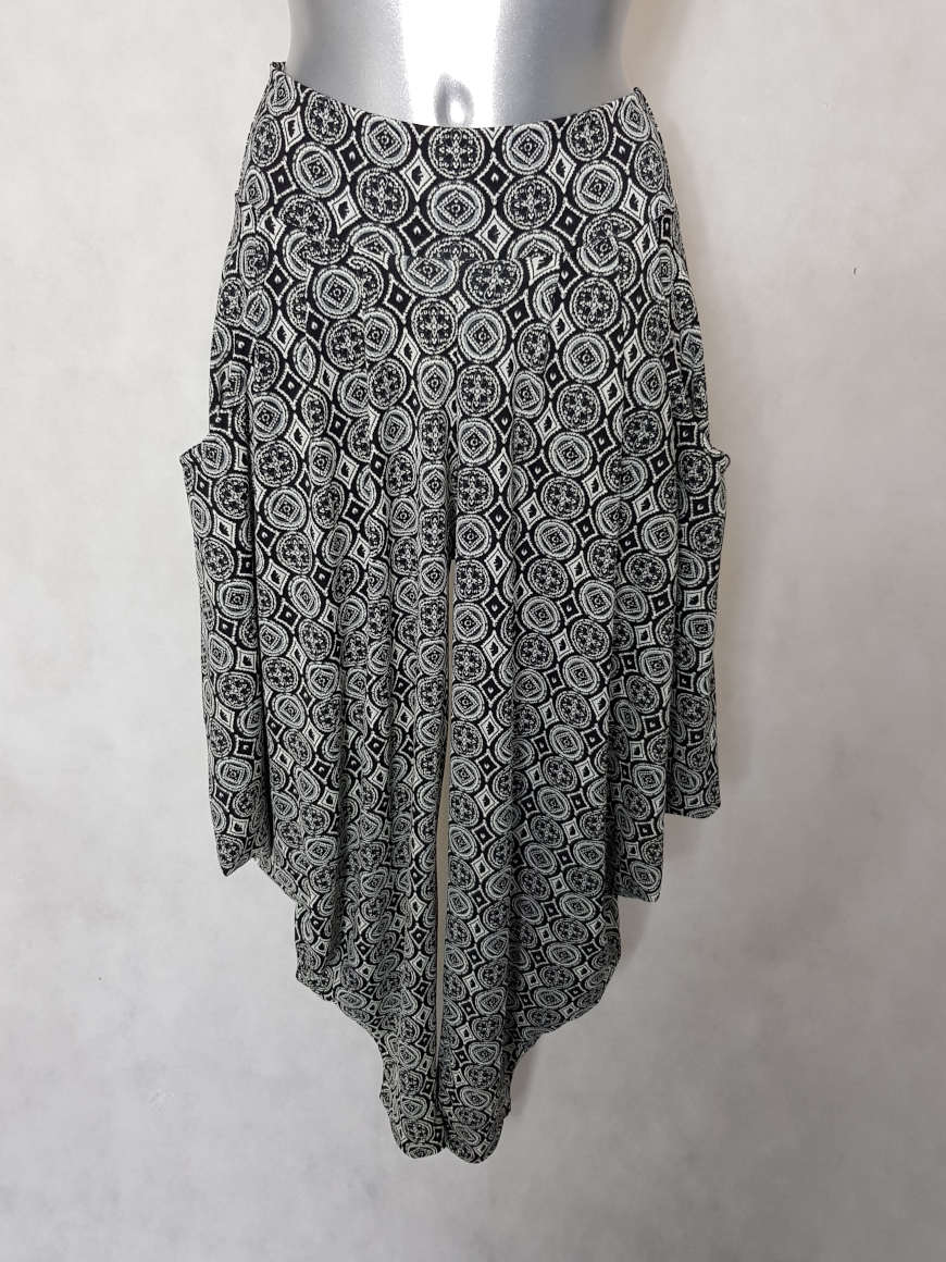 pantalon-femme-sarouel-noir-blanc-motif-graphic2