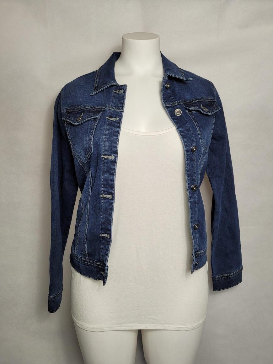 Veste femme courte ajustée en jeans bleu délavé2