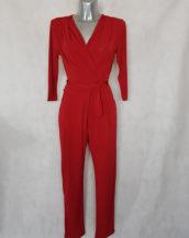 Combinaison pantalon femme rouge fuselée col V avec manches ¾ et ceinture à nouer