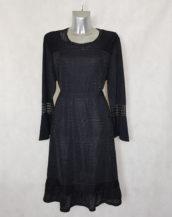 Robe femme ronde fluide évasée noir pailleté avec col rond rehausse de dentelle et manches longues.