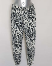 Pantalon femme fluide bouffant motifs noir-blanc ceinture et cheville élastique.