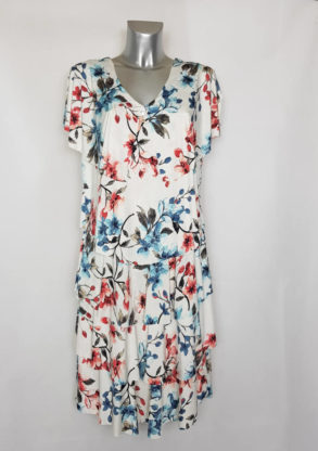 Robe florale chic femme forte moderne à manches