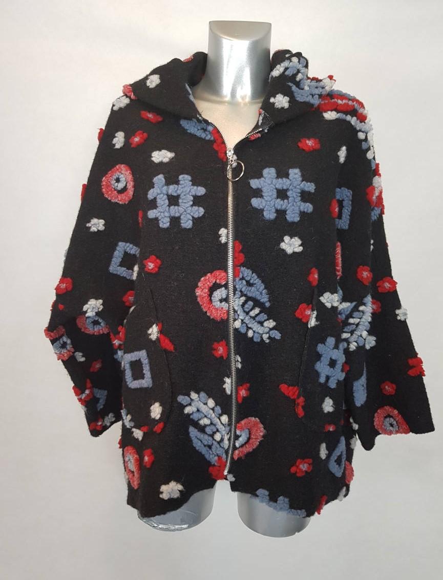 manteau-laine-court-motif-original-femme-ronde1