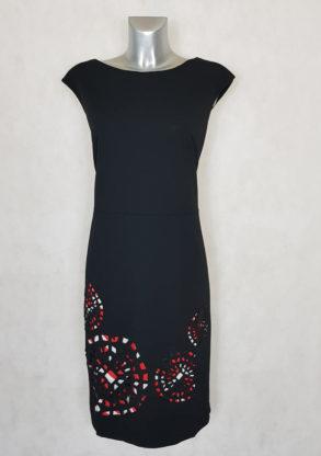 Robe femme grande taille fourreau imprimé noir, sans manches originale et très élégante