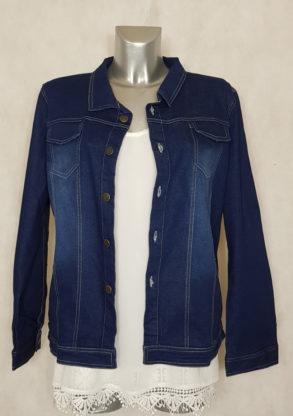 Veste droite en jeans grande taille femme ronde courte manches longues.