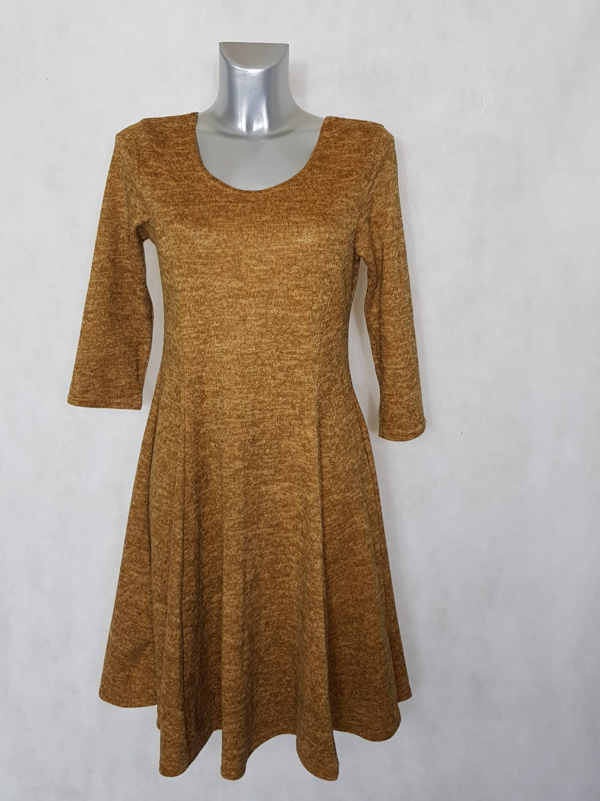 robe-femme-evasee-en-maille-ocre-chine-manches-¾