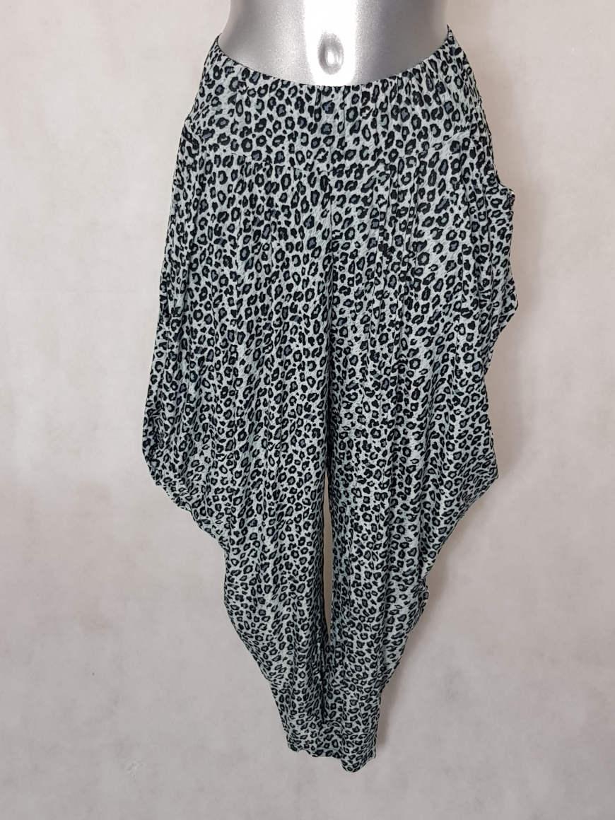 pantalon-femme-sarouel-fluide-motif-leopard-gris1